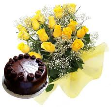 A Bunch of 12 Yellow Roses and 1/2 Kg.Chocolate Cake